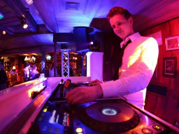Feest DJ Sipke boeken? - Euro-Entertainment B.V.