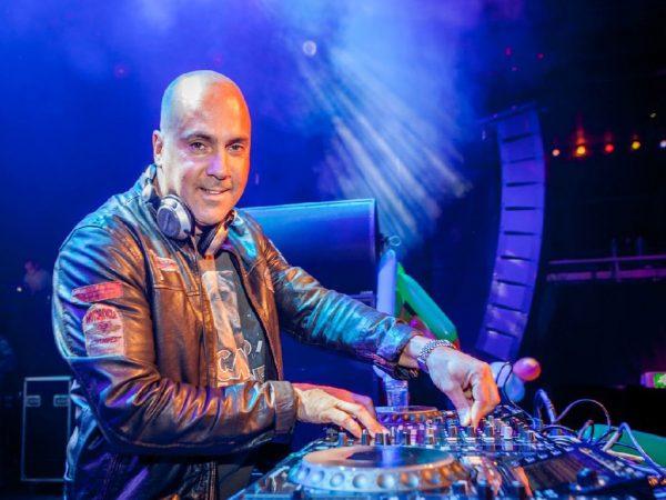 DJ Mental Theo boeken? - Euro-Entertainment B.V.