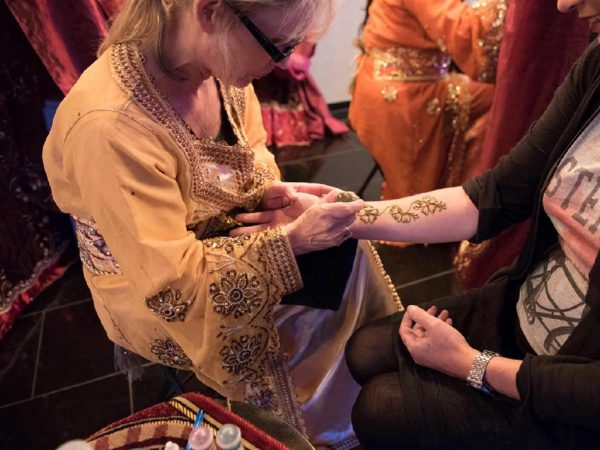 Henna Painting boeken? - Euro-Entertainment B.V.