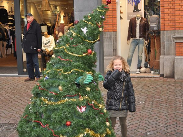 Wandelende Kerstboom boeken? - Euro-Entertainment B.V.